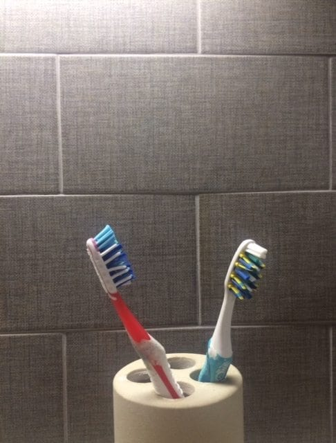 FMM bathroom cleaning for toothbrushes